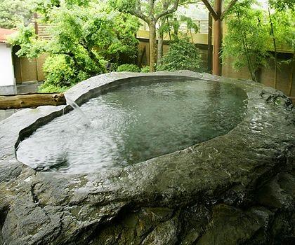日本一の巨石・巨木露天の宿 白壁荘