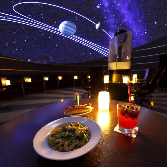 【プラネタリウム】たまには空港デートも楽しい!空の玄関口・羽田空港「プラネタリウム スターリーカフェ」で星空の旅へ出発