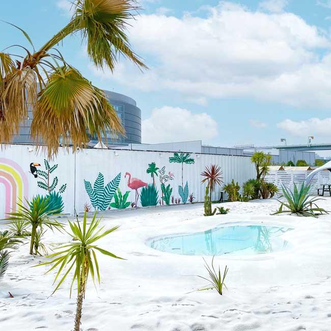 【東京・豊洲(江東区)】都会でグランピングBBQ!大きなティピーテントが映える「WILD MAGIC -The Rainbow Farm-」