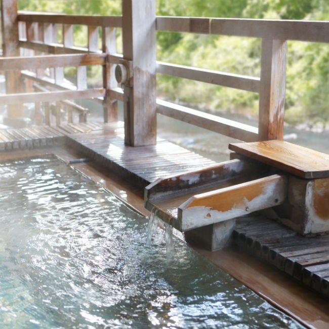 【週末プチ湯治】古くから続く名湯と神秘的なブルーの絶景に癒される、四万温泉へ