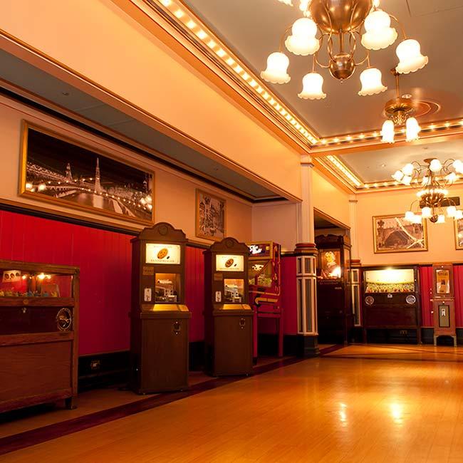 【ディズニー】ノスタルジックなゲーム機がいっぱい!占いも楽しめる、東京ディズニーランドの「ペニーアーケード」