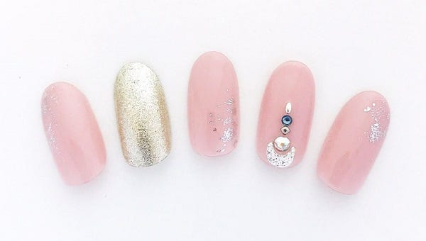 Pink and gold nail chips with pearls and rhinestone by SOLMANI, Ebisu