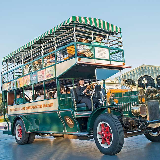【ディズニー】アンティーク調のバスに乗ってシンデレラ城前の広場を周遊!東京ディズニーランドの「オムニバス」