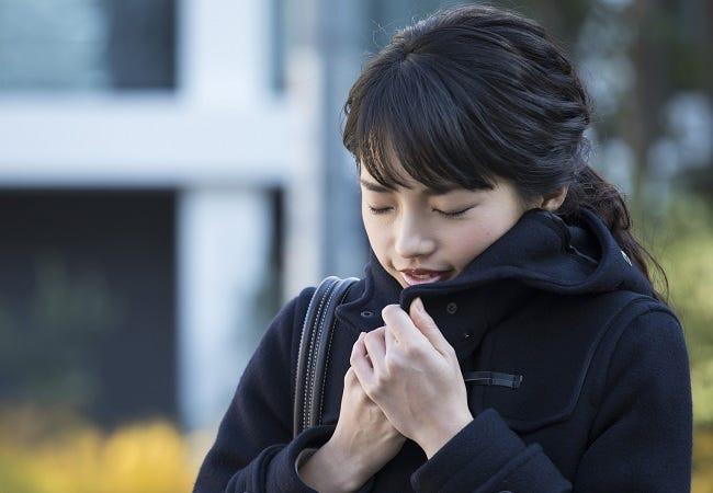"""痛みのある肩こりは""""寒さ""""が原因!冬の肩こりを改善する食材&スープ ..."""