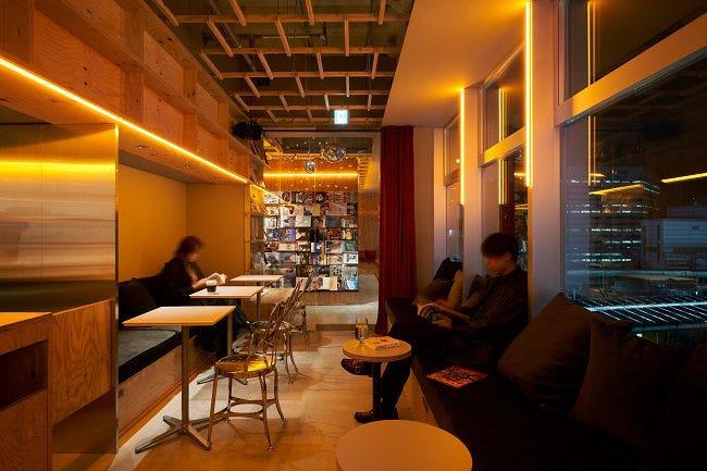 ブックカフェ 東京 おすすめ タイプ 一人 少人数 大人数 マナー  BOOK AND BED TOKYO 新宿店