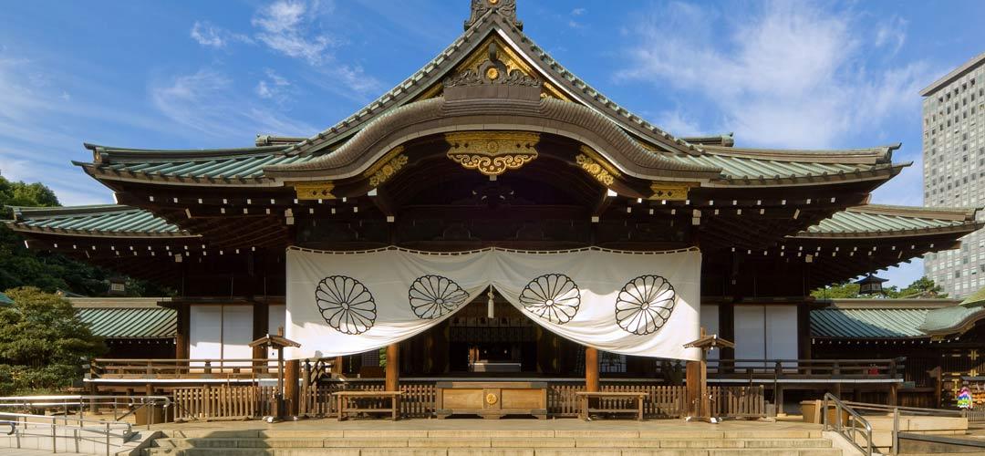 【東京・飯田橋】都会を感じさせない静かで厳かな神社で、平和を願う「靖国神社」