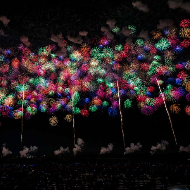 【10月12日(土)花火】大迫力の4尺玉など約2万発!ステージ&イベントも盛り上がる「こうのす花火大会」