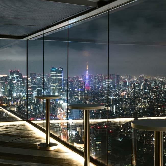 圧巻の夜景ビュー!渋谷スクランブルスクエア展望施設に、ルーフトップバーが期間限定オープン