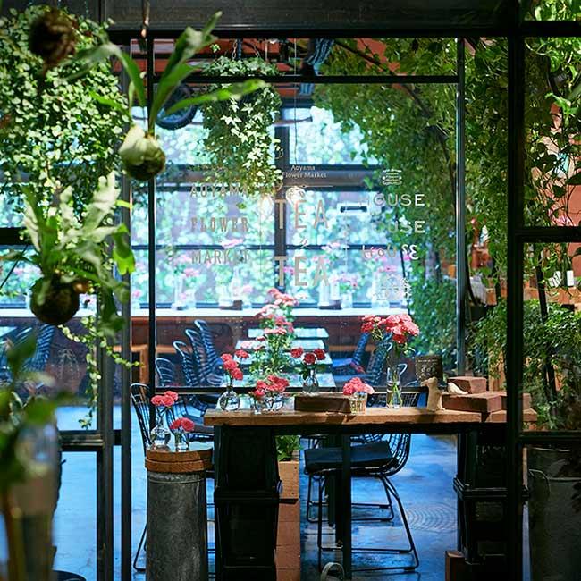 花と緑に癒されるフラワーカフェ3選!WiFi完備のカウンター席や1人予約OKのおひとりさまWelcomeカフェ