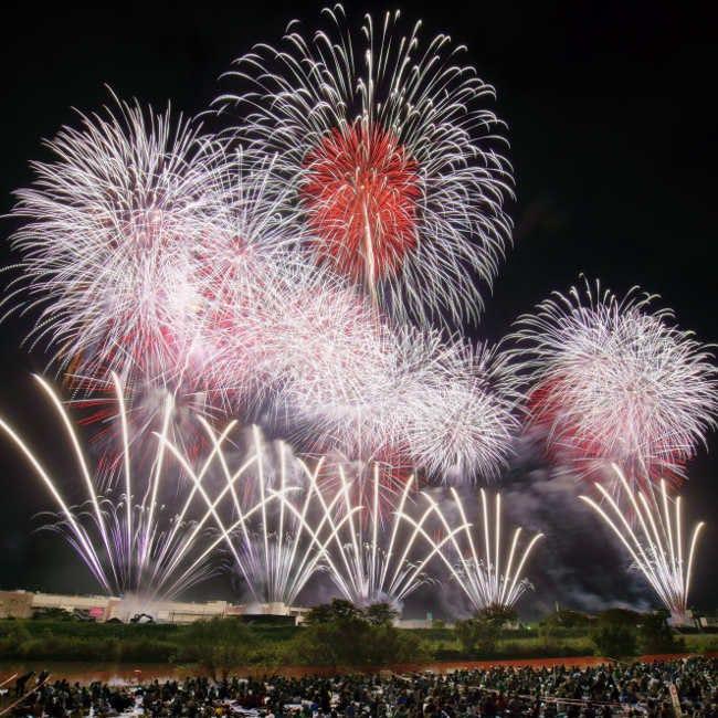 【10月6日(土)花火】日本一の称号をかけた豪華競演!スターマイン・10号玉・創造花火、約2万発が舞う「土浦全国花火競技大会」