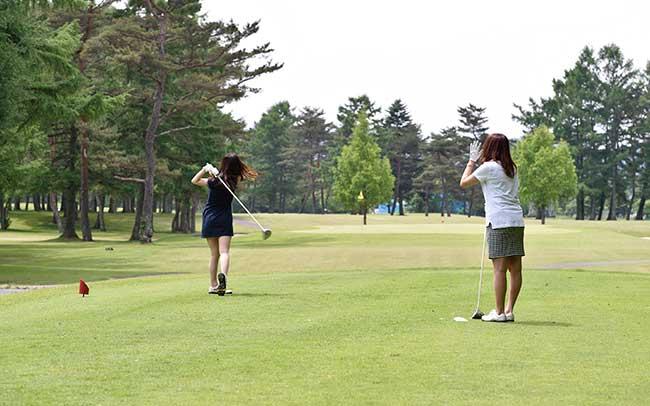 女子 ゴルフ 軽井沢