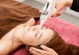 若々しいツヤと透明感のある肌へ導いく水光注射 ヒアルロン酸+シャネル注射