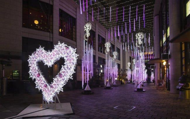 赤坂サカスで音に合わせ1670万色の光が踊る