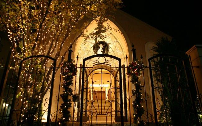 青山の教会を彩る温かいイルミネーション