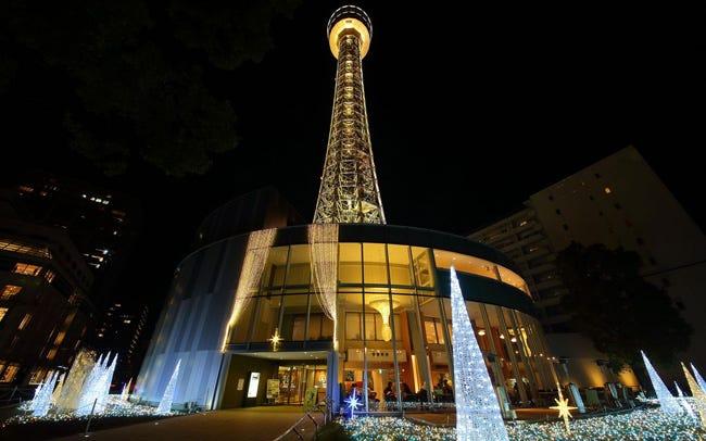 横浜マリンタワーの神秘的な星屑イルミ