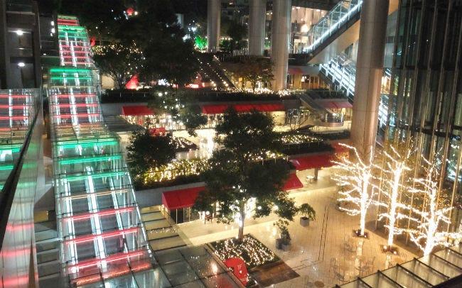 泉ガーデンで約15万球の光と音のショー