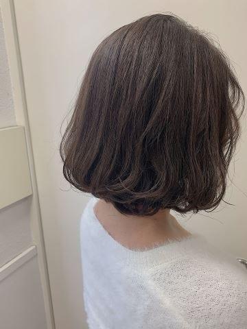 649e597af3171 ... で20代に似合う髪型 ヘアカタログ・ヘアスタイル を探す. 丸みショート・無造作カール. ふわっと上品大人ボブ