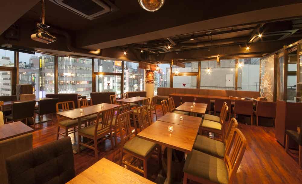 都内 おしゃれ カフェ おすすめ デート ゆっくりランチ CheeseTable 新宿店 店内