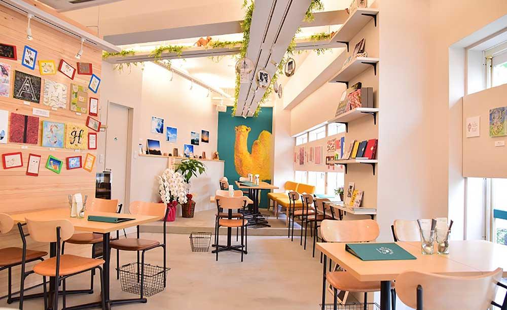 夜カフェ 東京 おすすめ 贅沢 時間 女子会 GALLERY &CAFE CAMELISH ギャラリー アンド カフェ キャメリッシュ 店内 雰囲気