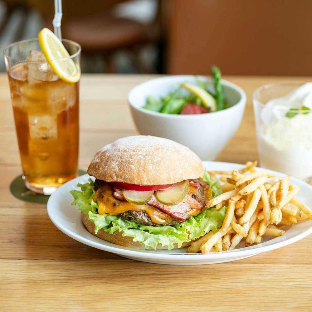 【平日限定★グルメバーガーランチ】5種類からお好みのバーガーをチョイス!サラダやシェフお任せスープなど