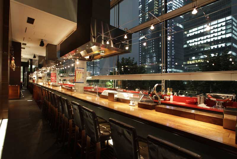 バル デ エスパーニャ ムイ bar de espana muy の座席 東京のスペイン